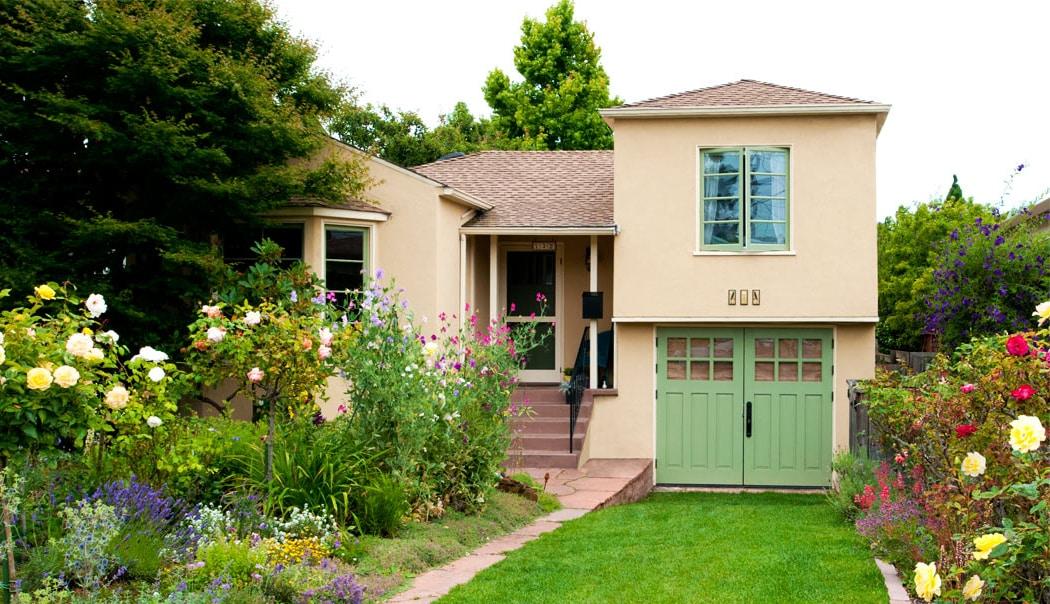 24.  CTL05 Design – Square top, (2x3) lites, (3) vertical raised panels, painted, w/ butt hinges; Berkeley, CA